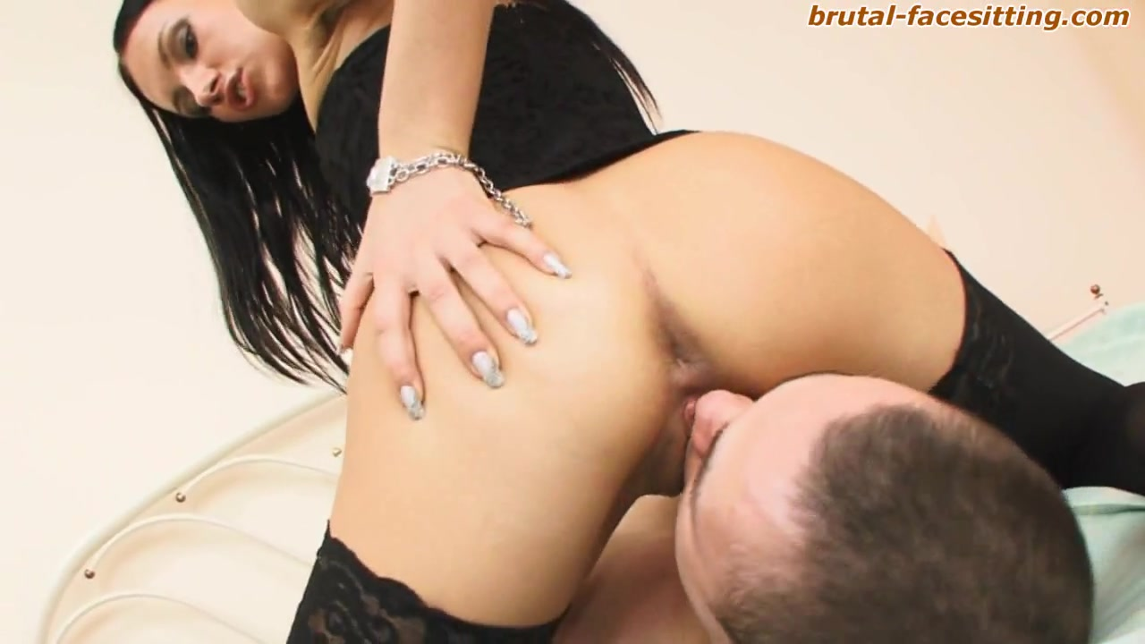Brutal-FaceSitting Video: Kristina