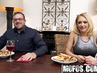 Mofos – Pornstar Vote – Housewife Fucks on Kitchen Floor sta