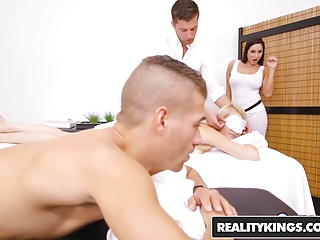 RealityKings – Sneaky Sex – Super Hot Masseuse